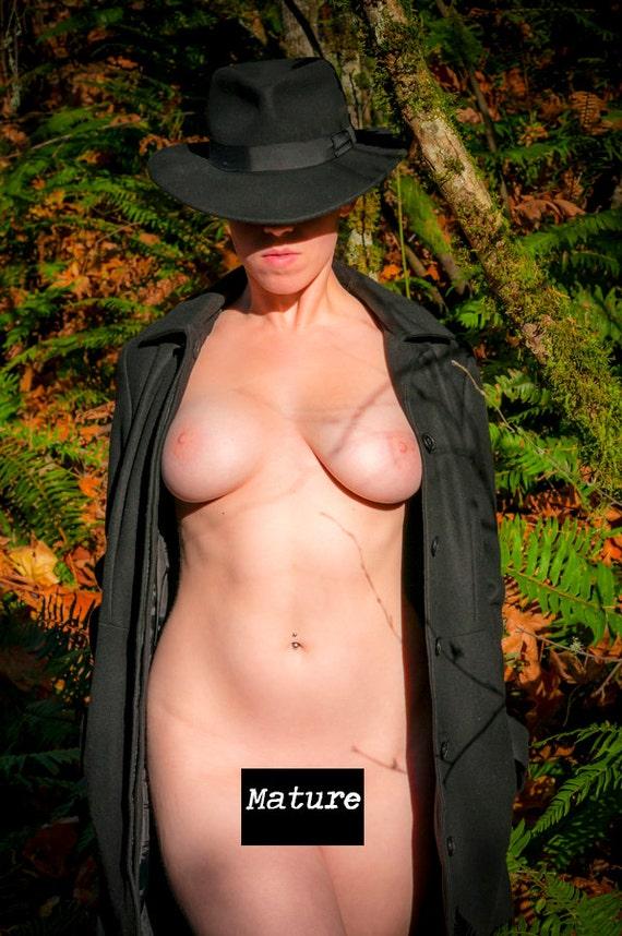 mujeres maduras al aire libre desnudas