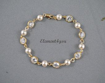 Bridal jewelry bracelet Bridesmaid gold bracelet Pearls Cubic Zirconia CZ Bridal party gift Delicate gold bracelet Ivory cream white pearls