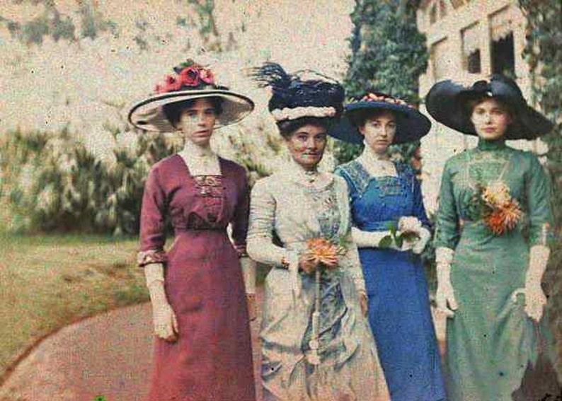 Victorian Ladies Big Hats Fancy Colorful Edwardian Women Dress  0817dfa607f