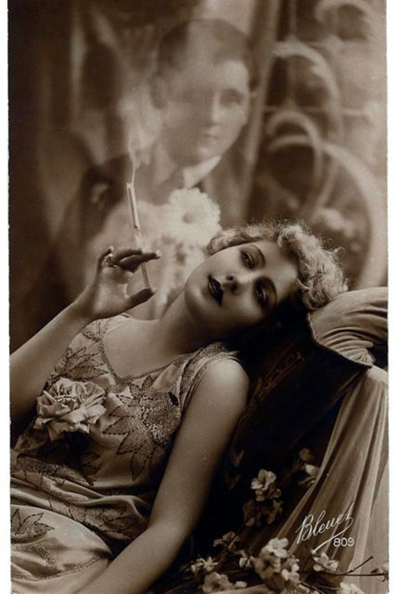 Sexy Sultry Smoking Woman Dreaming Of Her Man From Vintage -7609