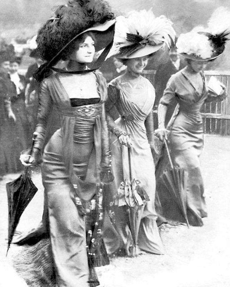 Three Women Elegant Edwardian Ladies Walking Fancy Hats  273a09e9d9c
