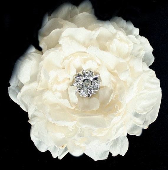 Ivory Flower Hair Clip Wedding: Items Similar To Ivory Peony Crystal Hair Flower Comb