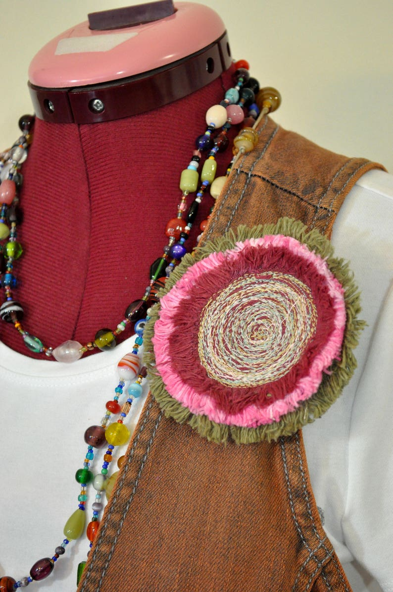 113 Red PinkOlive Green Color Denim Circle Corsage Brooch 4 Pin Pink Green Red Dyed Fringed Denim Brooch PIN CLIP