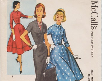 McCalls 3962 / Vintage 50s Sewing Pattern / Dress / Size 14 Bust 34