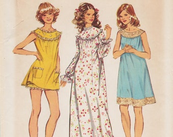 Simplicity 5030 / Vintage Sewing Pattern / Nightgown Babydoll Pajamas Lingerie / Size Small / Unused