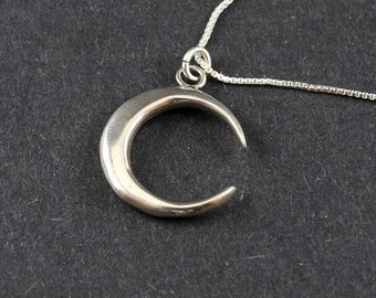 Sterling silver New Moon Crescent on 18 inch chain