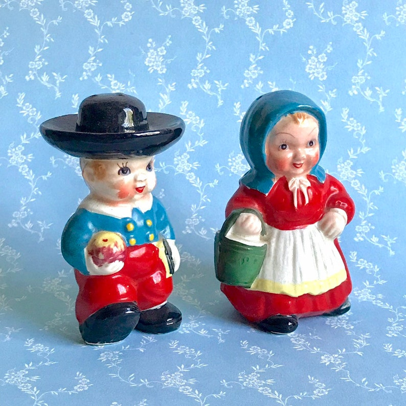 Amish Boy And Girl Salt And Pepper Shakers Vintage