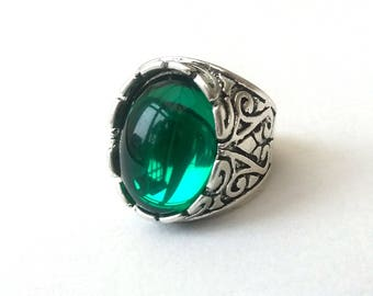 Chunky Emerald Green Elizabethan Style Ring, Antiqued Silver, Adjustable Ring, Cocktail Ring, Boho Ring, Festival Fashion