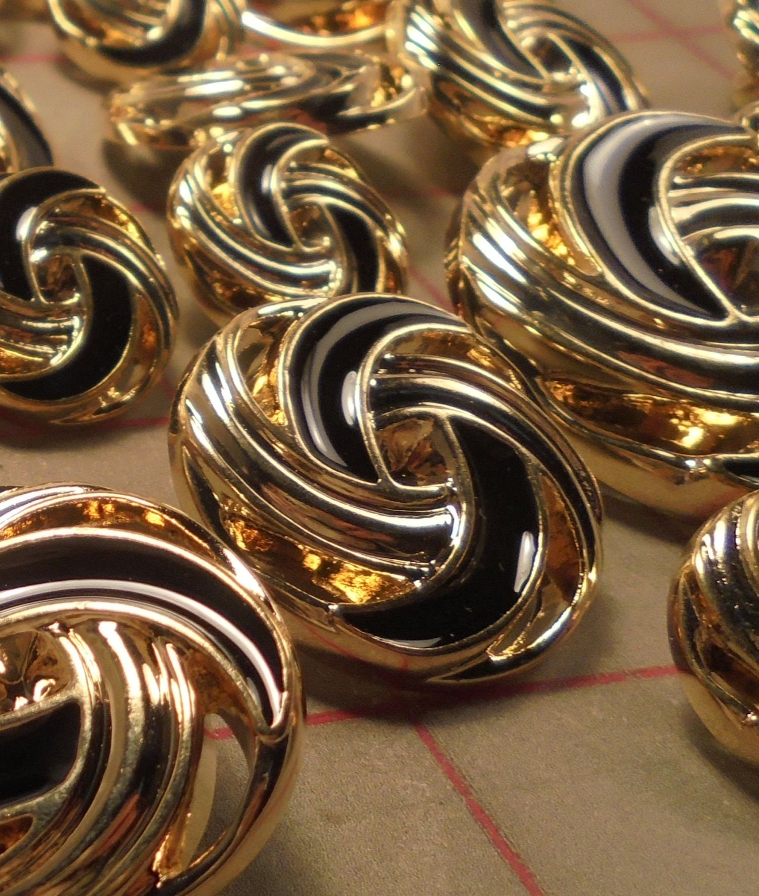 """5 Wonderful Medium Pearl and Gold Shank Buttons with Extra Row of Pearls 1/"""" 25mm"""