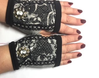 Fingerless gloves black with lace  and brooch
