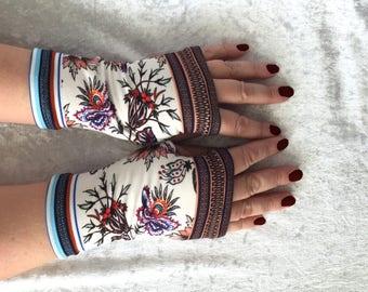 Fingerless  gloves white with flowers