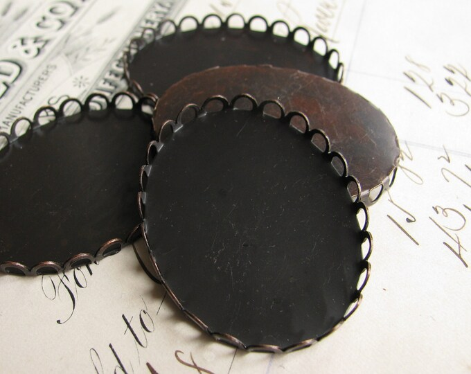 40x30mm oval brass setting bezel cups - lace, scalloped edge - dark antiqued brass blanks (4) 30x40mm 40mm 30mm 40 x 30 40x30 CF-SV-003