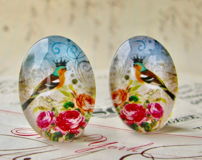 Mirrored pair of songbirds with crown and pink roses, for earrings, opposite facing, handmade glass cabochons, 25x18mm ovals, pink flowers