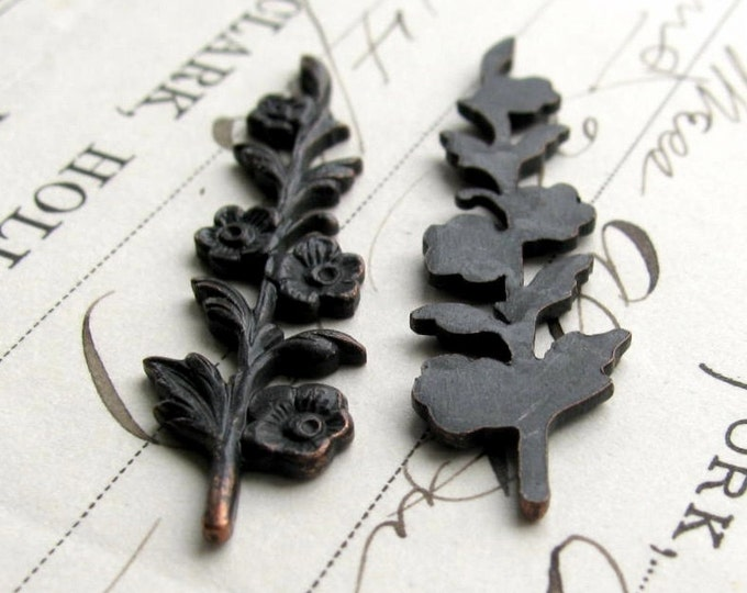 Sprig of flowers stamping, 40mm long, dark antiqued brass (4 leaf ornaments) black flower, bendable, woodland, aged patina, tall floral