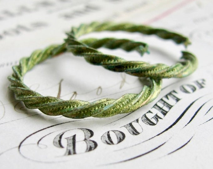 Absinthe finish - large 29mm twisted open ring, green patina brass ring (2 textured rings) etched jump ring