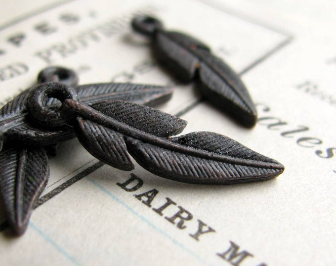 Small rustic black feather charm from Bad Girl Castings, 18mm, antiqued dark pewter (4 charms) bird, woodland, Western Frontier CH-SC-032