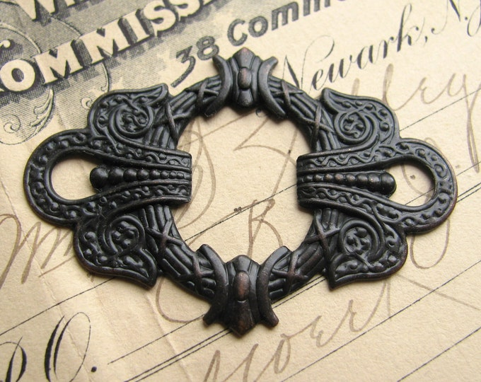 Ornate Wreath connector - 50mm - antiqued dark brass (1 link) aged black patina, large decorative oval, ornament, oxidized finish, oblong