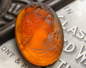 Cognac Bavarian glass oval cameo, 25x18mm amber orange, woman's head in profile, 18x25mm 18x25 25x18, Victorian carving, German glass