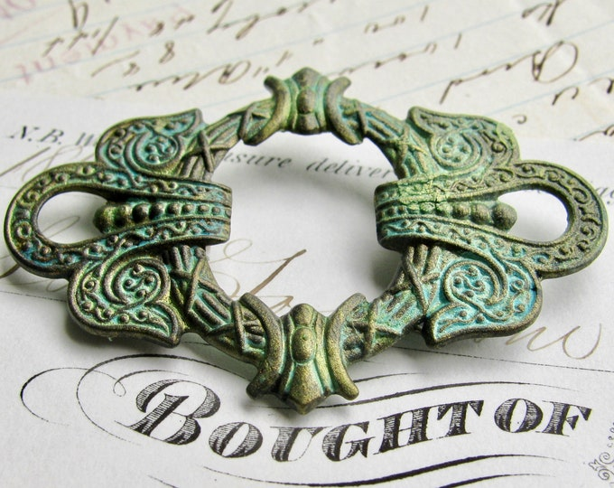 New! Absinthe finish, green patina, verdigris highlights, antiqued brass wreath connector, 50mm, large link, fancy finish, green fairy