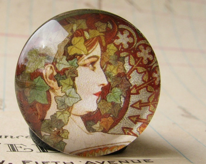 "NEW! Mucha's ""Ivy"" print, Le Lierre, from our Art Nouveau collection, 25mm round glass cabochon, bottle cap, 1 inch circle, brown, green"