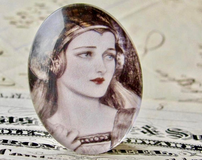 Medieval maiden glass oval cabochon, handmade in this shop, red lips, 40x30mm, fair woman, photo glass cabochon, middle ages, face cabochon