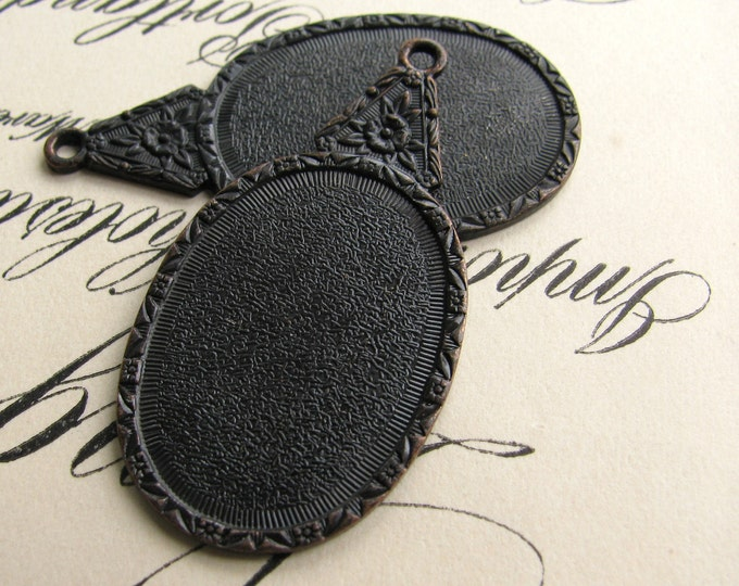25x18mm floral cameo setting, black antiqued brass (2 frame mountings) 18x25mm 25mm 18, dark aged patina mount, oxidized