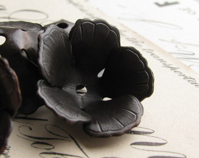 Fully bloomed black tulip bead cap - 20mm wide - black antiqued brass (4 bead caps) black flower beadcap, large bead cap  BC-SV-025