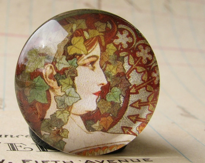 """Mucha's """"Ivy"""" print, Le Lierre, from our Art Nouveau collection, 25mm round glass cabochon, bottle cap, 1 inch circle, brown, green"""