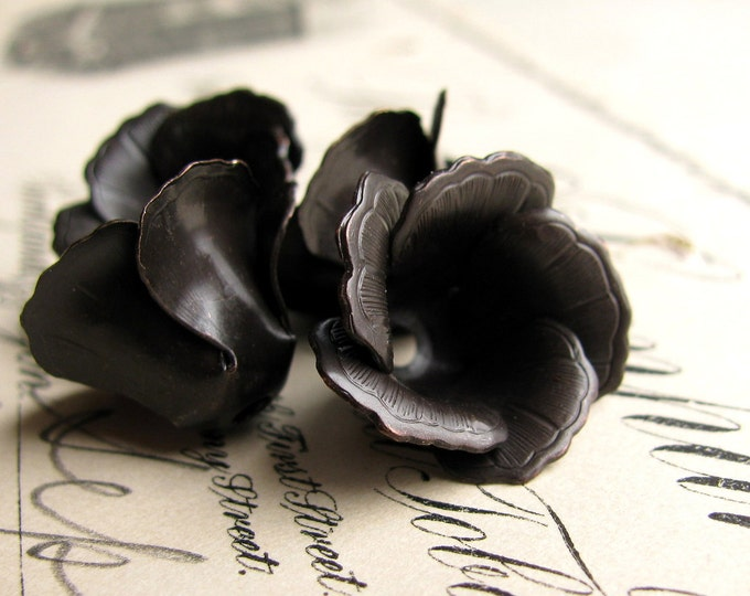 Blooming black tulip bead cap, black antiqued brass flower (4 black beadcaps) aged patina, made in the USA
