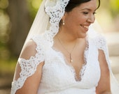 Mantilla veil with Alencon lace - Cathedral length - Itta