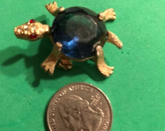 Small blue turtle pin