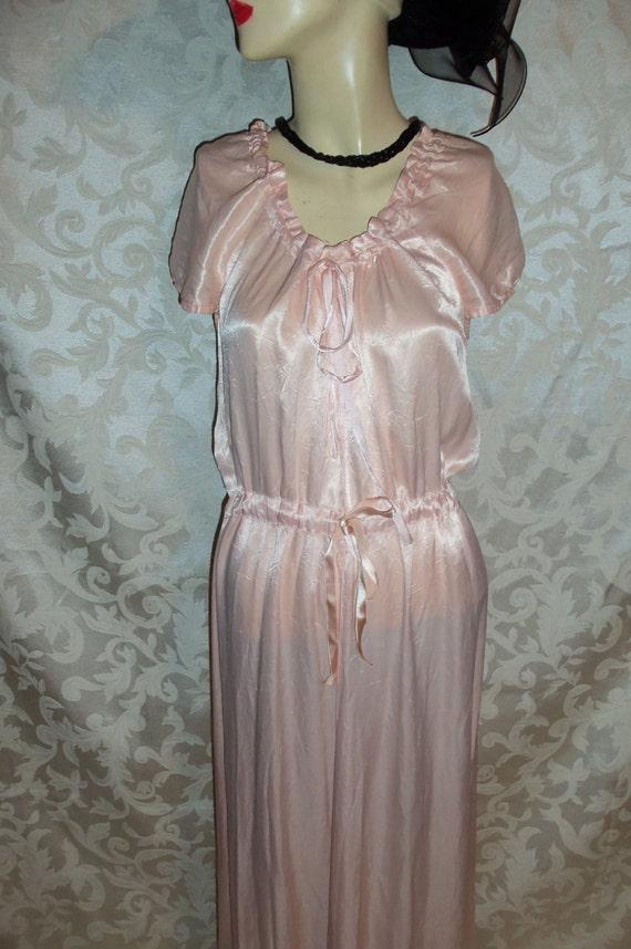 Vintage 40s Pale Pink Silk Satin Nightgown