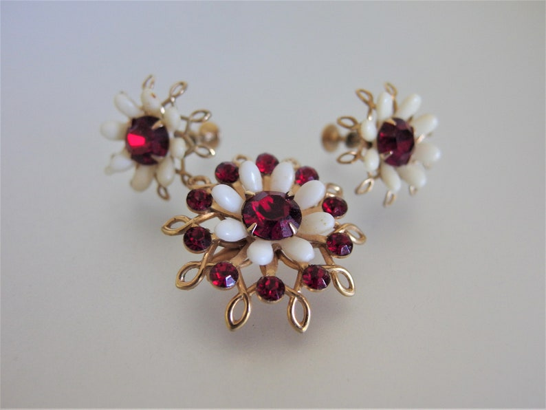 Vintage 1950/'s Red Glass Floral Brooch and Earring Jewelry Set