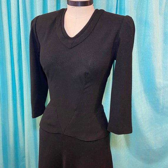 1930s/1940s W:26 LBD black wool crepe 3/4 sleeve V