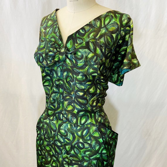 1950s/1960s W:40 green swirl print synthetic crepe