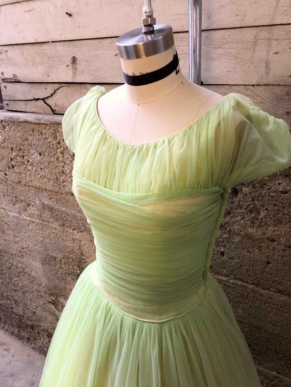 1950s/1960s W:25 pastel green nylon overlay runche