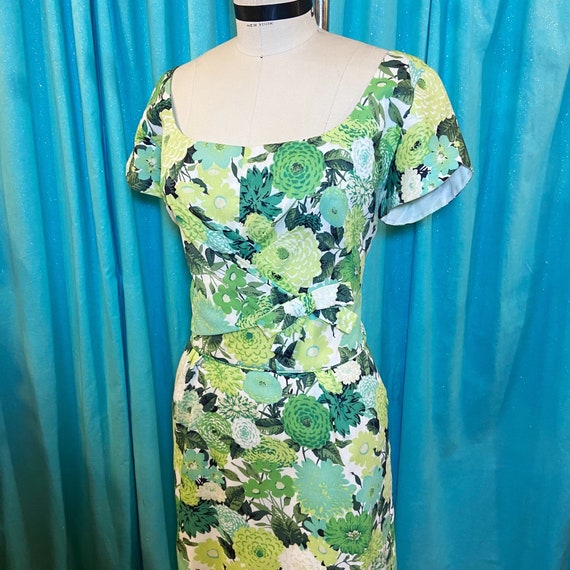 1950s/1960s W:28 PEGGY HUNT green white floral bar