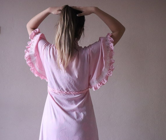 Vintage light pink robe 1960s ruffle lace collar a