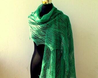 Châle tricoté de malachite verte à la main de lin, dentelle d'été volé avec nupps