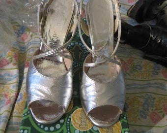 1960 metallic silver leather strappy  peep toe   heels by CITATIONS  SZ 6.5 original box