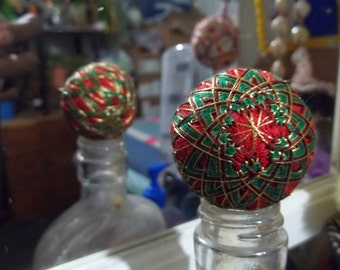 """Japanese-style temari ball S16 red w green and gold 5"""" circumference (#032)"""