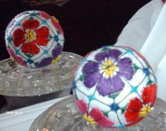 """Japanese temari  white base w/ flower pattern 8 1/2"""" circumference (#013)"""