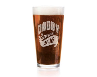 Personalized 16Oz Grandpa Papa Since 2016 Pub Glass Gift From Daughter Son Kids Baby Gift for Birthday Christmas Fathers Day New Dad To Be