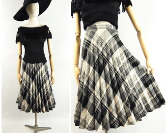 1970s Pleated Plaid Skirt / 25 waist / Peerless of Boston Grey Black Ivory Plaid Wool Accordion Pleats - Fall early 70s does 1950s