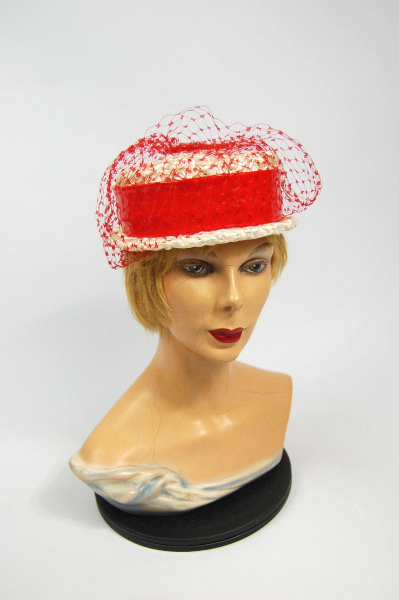 7e1c9e0c6aa36 50s Red and White Pillbox Hat 50s Straw Pillbox hat with