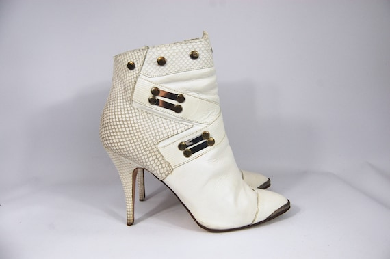 80s White Leather Studded Ankle Boots / Size 9 / W