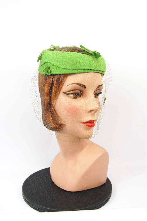 50s 60s Green Whimsey Hat - bird motif veiled hat