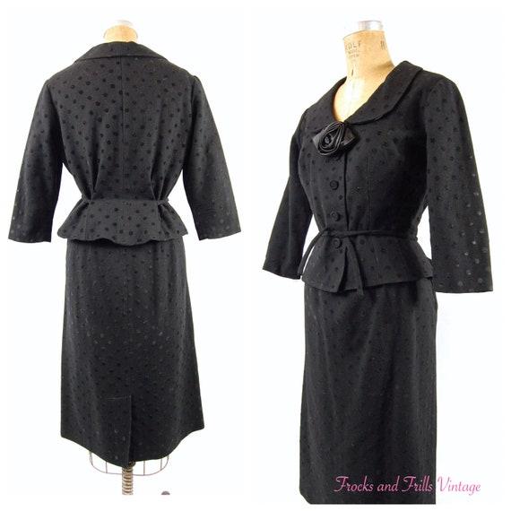 50s Fitted Black Ladies Suit / 27 -28 Waist / Pepl