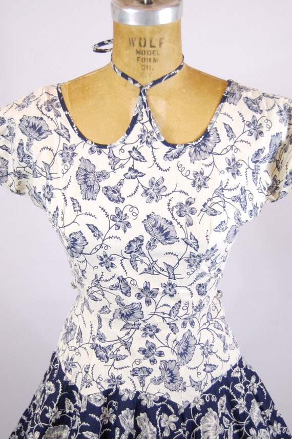 50s Bold Floral Cotton Dress / 24 Waist / Tea len… - image 2