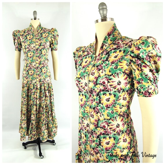 Late 1930s Floral Hostess Gown / Bust / Bold Flowe